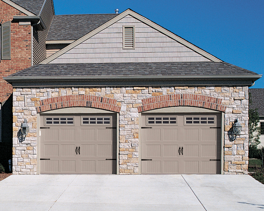 Carriage style garage doors carroll garage doors for Garage styles pictures