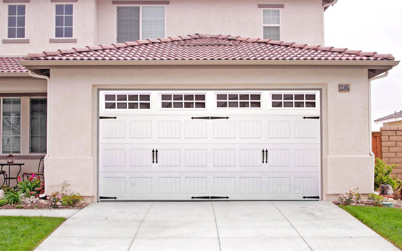Carriage style garage doors carroll garage doors for Garage door styles